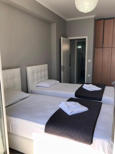 A bed or beds in a room at Summer House