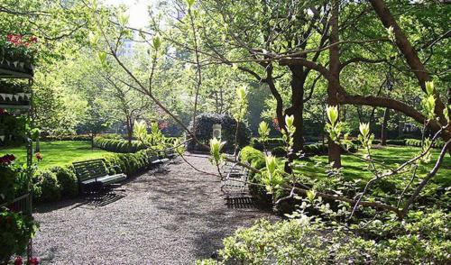 Jardín al aire libre en #1Midtown Manhattan Loft Apartment