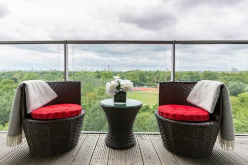 A balcony or terrace at Luxury Studio Chelsea Bridge Wharf