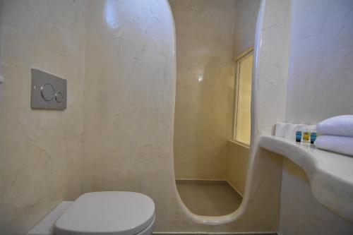 A bathroom at Sea Wave Hotel