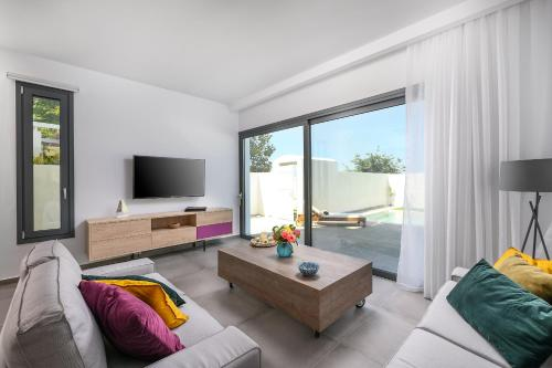 A seating area at Blue Harmony Luxury Villas