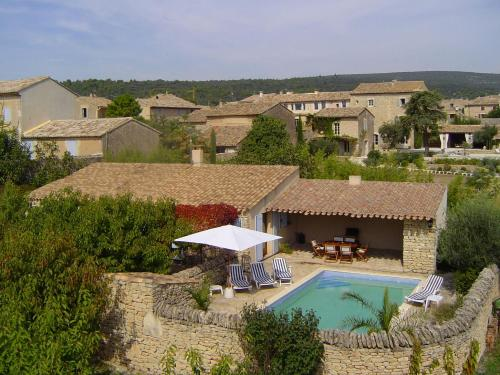 A view of the pool at Le GRAND GEAS or nearby