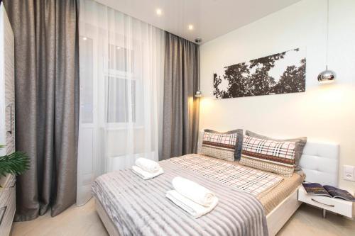Кровать или кровати в номере 5days-nnApartments. City Viev Studio Burnakovskaya