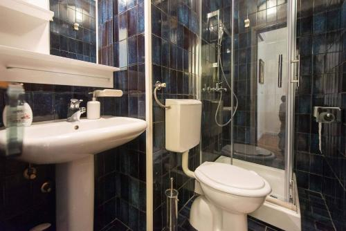 A bathroom at studio Tamburini centre