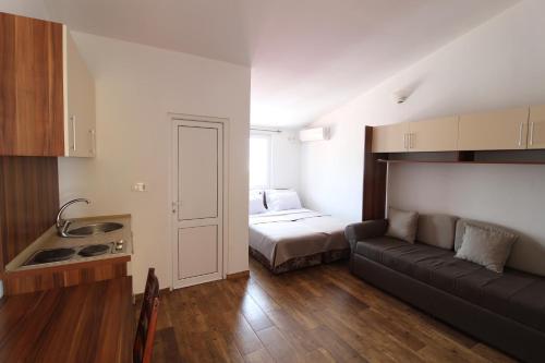 A kitchen or kitchenette at Apartment Dasic