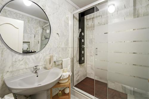 A bathroom at Apartamentos Mirador Alhambra