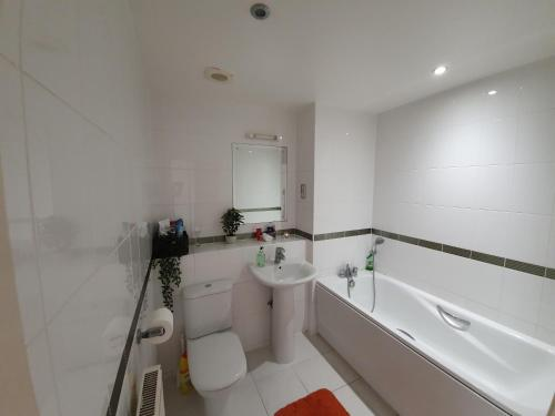 A bathroom at River View Apartment !