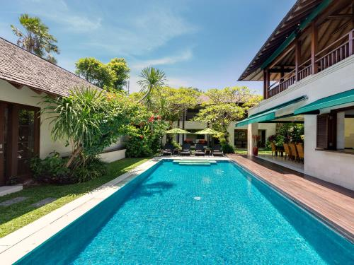 Piscina a Villa Shinta Dewi Seminyak - an elite haven o a prop