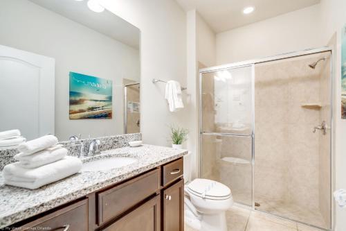 Salle de bains dans l'établissement Corner Unit-Themed Disney Home-Star wars & Mickie/Minni, windsor at westside