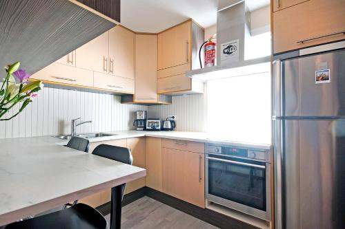 A kitchen or kitchenette at Marine Apartments