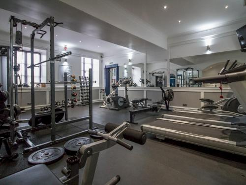The fitness center and/or fitness facilities at Luxury 2BD Penthouse, Private Lift & Swimming Pool