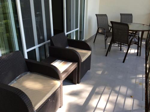 A seating area at Beach Front Infiniti Blu Condo