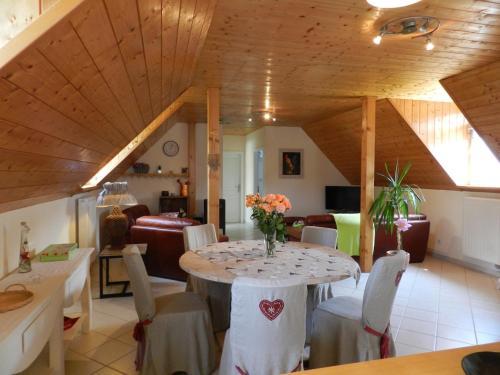 Ein Restaurant oder anderes Speiselokal in der Unterkunft Gite un P'tit Coing de Campagne