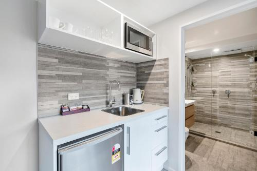 A kitchen or kitchenette at Southwark Hotel & Apartments