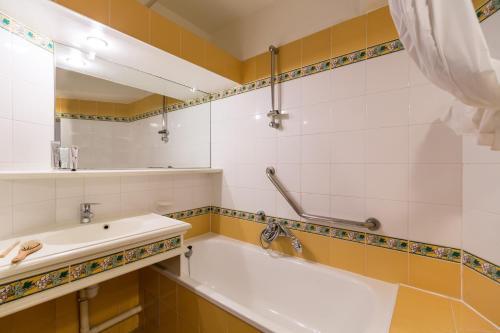 Salle de bains dans l'établissement Village Pierre & Vacances - Les Restanques du Golfe de Saint Tropez