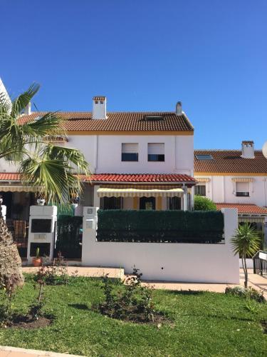 3 bedroom villa in Golf Resort, quiet, walking distance to ...