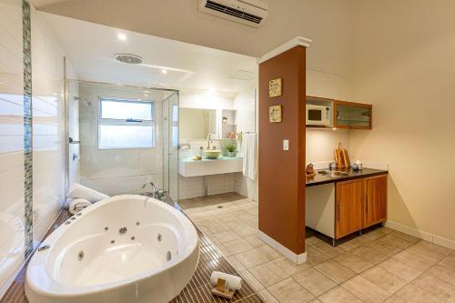 A bathroom at Prideau's of Margaret River