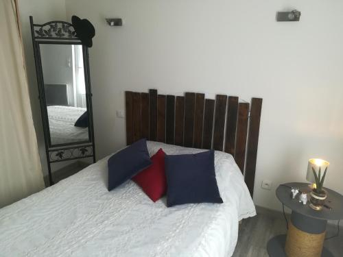 A bed or beds in a room at la cigale