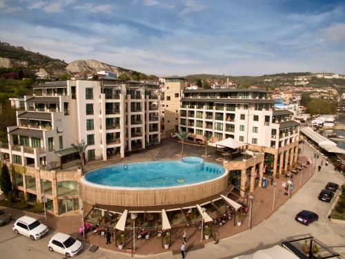 Marina City ApartHotel 부지 내 또는 인근 수영장 전경