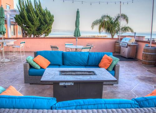 A seating area at San Luis Bay Inn by Wyndham Vacations