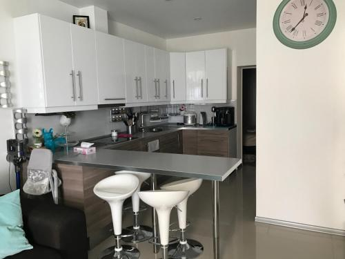 A kitchen or kitchenette at Premiera Apartments