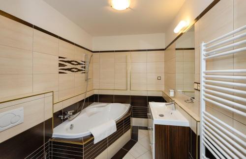 A bathroom at Apartmány Na Seníku
