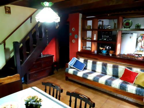 Salon ou bar de l'établissement Chalé Luar da Montanha