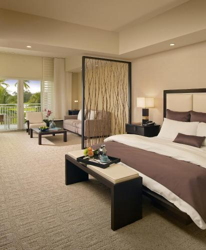 A bed or beds in a room at Provident Doral At The Blue