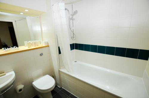 A bathroom at Your Stay Bristol Hamilton Court