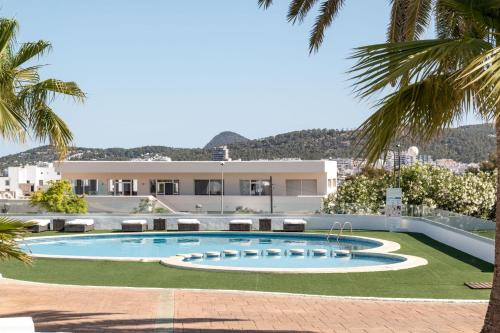 The swimming pool at or near Residencial Bogamarí