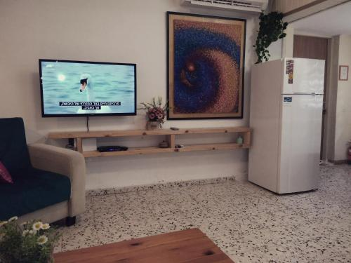 A television and/or entertainment center at Jordan Valley Vacation Apartment