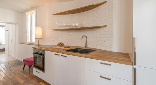 Een keuken of kitchenette bij Milestay Charmants Passages