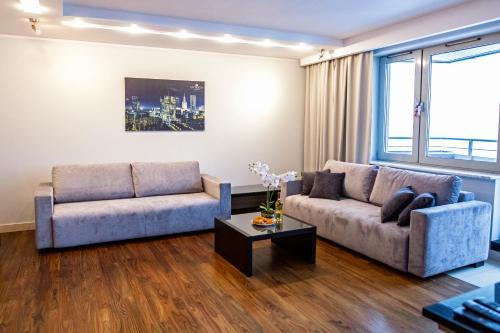 Ruang duduk di Apartments Grzybowska by City Quality