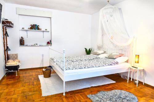 Postelja oz. postelje v sobi nastanitve Pine House