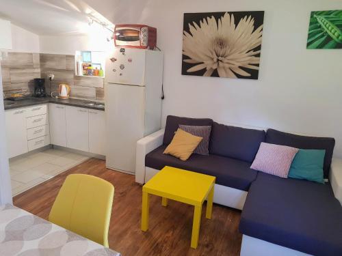 A seating area at Sea Dreams Apartment