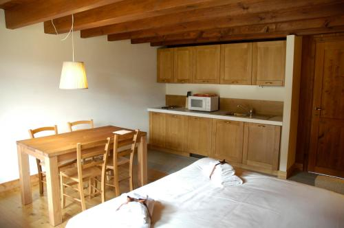 A kitchen or kitchenette at Pietre Gemelle Resort