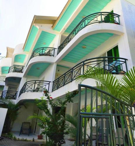 Roxon Apartments