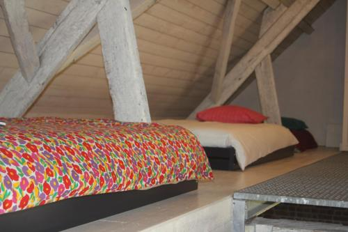 A bed or beds in a room at Loft ça suffit, Eddy!