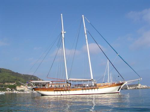 Boat and Breakfast - Mybubu