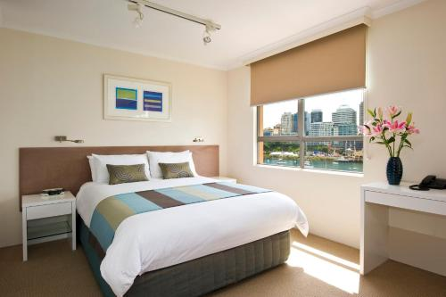 A bed or beds in a room at Harbourside Apartments