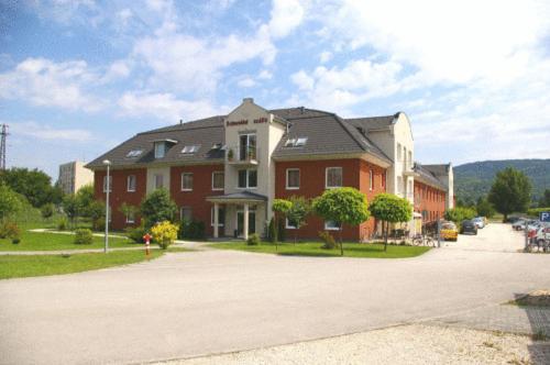Schweidel Apartments