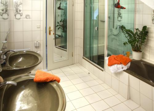 A bathroom at Aparthotel Jägerhaus