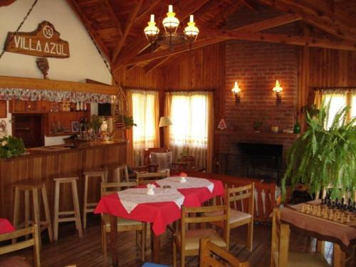 A restaurant or other place to eat at Complejo Turistico Villa Azul
