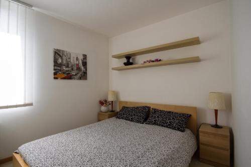 A bed or beds in a room at Apartments Casa Emonia