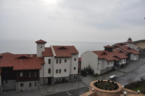 Thracian Cliffs Owners Apartments