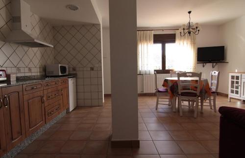 Una cocina o zona de cocina en Apartamentos Barrena