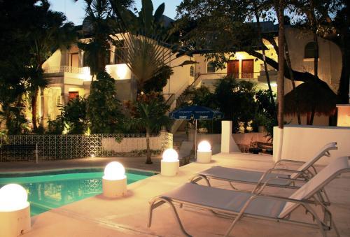 Tropical Casa Blanca Party Hotel