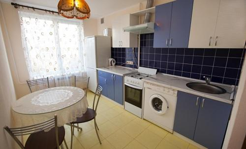 A kitchen or kitchenette at Business Brusnika Apartments Sokol