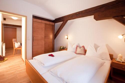 A bed or beds in a room at Appartements Fliana Mathon/Ischgl