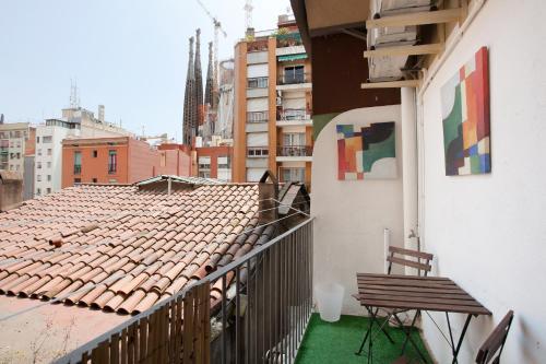 A balcony or terrace at Centric Apartments Sagrada Famila 3